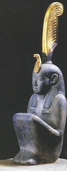 Statuette de la nejeret Maât. Un uraeus... Une plume en or sur la tête... Le Caire.