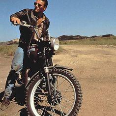 Van Damme on a Triumph Triumph Bonneville, Triumph Motorcycles, Bike Style, Motorcycle Style, Claude Van Damme, Biker Boys, Boy Celebrities, Moto Bike, Easy Rider