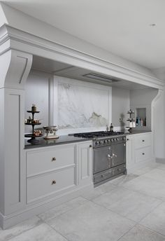 Woodale - Provencal  La Cornue range with Calacatta Backsplash