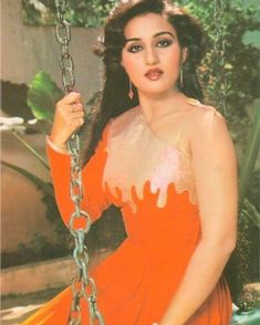 Reena Roy concentrated on her career, as she was providing Hema Malini stiff competition for the No. 1 position by the early such… Bollywood Cinema, Bollywood Girls, Vintage Bollywood, Bollywood Stars, Bollywood Actress, Bollywood News, Indian Actress Hot Pics, Most Beautiful Indian Actress, 80s Actresses