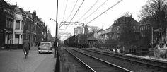 spoorbaanovergang tussen Spoorsingel en Schoolstraat > Molen de Roos en de Gistfabriek (later ... Gist-Brocades)