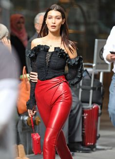 bella-hadid-on-the-set-of-a-photoshoot-in-new-york-11-05-2015_1.jpg (1200×1654)