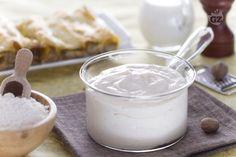 La besciamella, regina delle salse bianche, è una ricetta francese, semplice da preparare e fondamentale per chiunque voglia avvicinarsi alla cucina.
