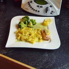 Rezept Lachsfilet mit Bandnudeln und Brokkoli (TM31) von sabhe - Rezept der Kategorie Hauptgerichte mit Fisch & Meeresfrüchten