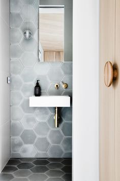 So You Think You Know The Bathroom Design Rules? (The Design Files) Bathroom Grey, Bathroom Interior, Bathroom Vanities, Bathroom Wall, Classic Bathroom, Family Bathroom, Master Bathroom, Decor Interior Design, Interior Styling