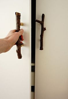 Woche Pflanzen, Möbel & Deko DIY clerical door handles made of branches by TOC Unique Furniture, Furniture Decor, Decoupage Tins, Picture Frame Decor, Branch Decor, Store Interiors, Wooden Wall Decor, Christmas Bedroom, Woodworking Furniture