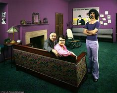 Frank Zappa. Arrowhead Vintage: 70s Rock Stars In Their Parents' Homes... In 1971, photographer John Olson photographed some of the most influential musicians of the time in their parents' and grandparents' homes