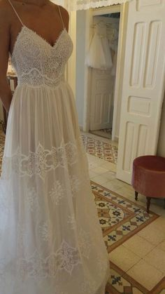 White bride dresses. Brides think of finding the most appropriate wedding day, but for this they need the perfect wedding gown, with the bridesmaid's outfits complimenting the wedding brides dress. Here are a variety of ideas on wedding dresses. #weddingideas