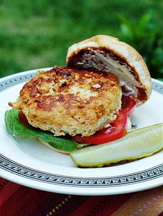 Turkey Burger from @NevrEnoughThyme http://www.lanascooking.com/2009/07/20/turkey-burgers/ #burgers #turkey