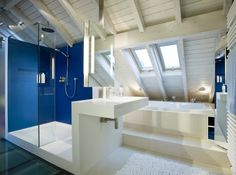 The owner of this house in Cologne, Germany wanted a modern, comfortable and spacious bathroom, so that designers form turned the attic into a personal and luxurious spa. Bath Design, Home Design, Interior Design, Future House, My House, Attic Bathroom, Bathrooms, Attic Spaces, Home Projects