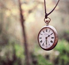 """Sobre la Impermanencia: """"la impermanencia es una buena noticia""""...  Deja de luchar por retener, agradece lo que viene y deja que se vaya lo que tiene que irse. Abre las manos y permite que la vida te sorprenda. Si estás abierto… lo hará."""