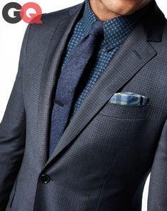 Bleu sur bleu- la chemise dans ce cas est souvent la plus claire - Suit by John Varvatos. Shirt by J.Lindeberg. Tie by Glendon Lambert.