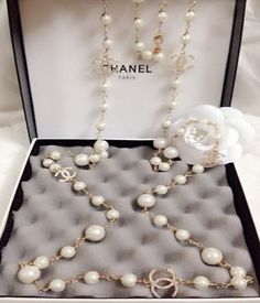 Discover the latest collection of CHANEL Shoes. Explore the full range of Fashion Shoes and find your favorite pieces on the CHANEL website. Chanel Pearl Necklace, Chanel Pearls, Chanel Jewelry, Pearl Jewelry, Fine Jewelry, Silver Jewelry, Silver Earrings, Estilo Coco Chanel, Coco Chanel Style