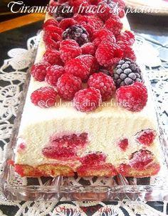 Tiramisu with berries Romanian Desserts, Romanian Food, Italian Desserts, Romanian Recipes, Sweet Pie, Sweet Tarts, Sweet Bread, Tiramisu, Different Cakes