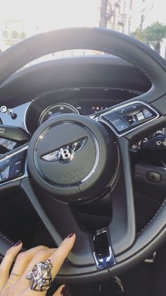 Cool Girl Pictures, Cool Photos, Mehandi Design For Hand, Girly Car, Bentley Mulsanne, Luxury Lifestyle Women, Car Goals, Mercedes Benz Cars, Luxe Life