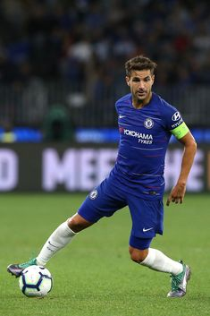 Cesc Fabregas of Chelsea controls the ball during the international friendly between Chelsea FC and Perth Glory at Optus Stadium on July 2018 in Perth, Australia. Soccer Players, Football Team, College Football, Chelsea Fc Players, Chelsea Fc Wallpaper, Classic Football Shirts, Soccer Pictures, European Soccer, Fc Chelsea