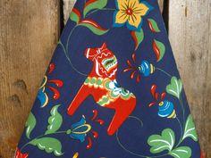 Swedish Dala Horse Towel Scandinavian Towel Dalarna Tea Towel Horse Decor Dala Horse Fabric Gift For Horse Lover Christmas Gift Scandinavian Folk Art, Scandinavian Kitchen, Horse Fabric, Horse Tail, Wooden Horse, Blue Towels, Gifts For Horse Lovers, Fabric Gifts, Painting Patterns