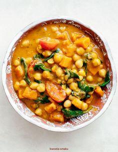 Curry indyjskie z dynią, ciecierzycą i szpinakiem Veggie Recipes, Indian Food Recipes, Soup Recipes, Vegetarian Recipes, Cooking Recipes, Healthy Recipes, Bengali Food, Veggie Delight, Mediterranean Diet Recipes