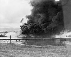 [Photo] Battleship Arizona burning and settled on the bottom as seen from Ford Island, Pearl Harbor, Oahu, Hawaii, Dec Pearl Harbor History, Pearl Harbor 1941, Pearl Harbor Day, Pearl Harbor Attack, Remember Pearl Harbor, Uss Arizona, Imperial Japanese Navy, Military Pictures, Remembrance Day