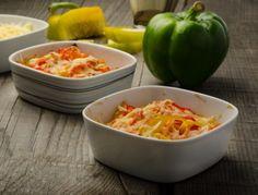 Ein schnelles Gemüsegratin ohne viel Aufwand. Das Rezept dazu findet ihr auf www.ichkoche.at Lunch Snacks, Macaroni And Cheese, Dinner Recipes, Low Carb, Stuffed Peppers, Vegetables, Eat, Cooking, Ethnic Recipes
