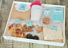 Ideas Desayunos, Diy Gift Baskets, Candy Bouquet, Hampers, Jar Gifts, Gift Packaging, Beach Party, Recipe Box, Food Truck