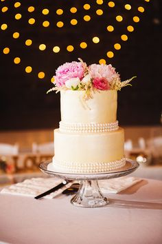 Gold Shimmer Buttercream and Pearl-Decorated Wedding Cake | SHARAYA MAUCK PHOTOGRAPHY | COLANA EVENTS | QUEENS PRICE CHOPPER | http://knot.ly/6492BaEAo | http://knot.ly/6493BaEAU