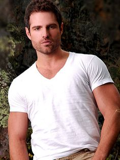 mm Roberto Manrique, such a handsome guyyy