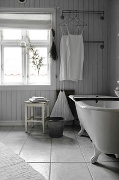 Bathroom with claw foot bath Claw Foot Bath, Foot Baths, Tounge And Groove, Rustic Bathrooms, Cottage Bathrooms, White Bathrooms, Dream Bath, Beach Cottage Style, Cottage Design