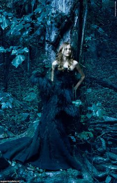 Ideas fashion editorial forest annie leibovitz for 2019 Annie Leibovitz, Fantasy Photography, Fashion Photography, Celebrity Photography, Tableaux Vivants, Foto Art, Dark Beauty, Christian Lacroix, Dark Fantasy