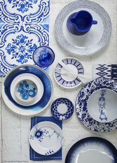 05 pratos branco com detalhes azul