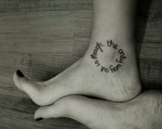 Ankle tattoo designs are great for hidden tattoos. Some of these are anklet tattoos that wrap around the ankle, and some are small floral ankle tattoos Diskrete Tattoo, Ink Tatoo, Wörter Tattoos, Tatuajes Tattoos, Word Tattoos, Piercing Tattoo, Tattoo Fonts, Get A Tattoo, Incredible Tattoos