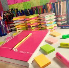School Organisation, College Organization, Colegio Ideas, School Suplies, College School Supplies, Stationary School, Study Pictures, School Lockers, Stationery Craft