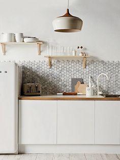 65+ идей дизайна кухни 2016: яркие, современные интерьеры (фото) http://happymodern.ru/dizajn-kuxni-2016/ Кухня в скандинавском стиле