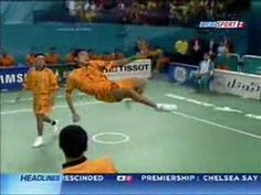 I love volley ball <3 Here they play the Thai style... Kung Fu meets volley XD