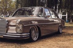 Bagged Mercedes-Benz W109 Custom Mercedes, Old Mercedes, Classic Mercedes, Mercedes Benz Cars, Mercedez Benz, Reliable Cars, Old School Cars, Sheet Metal, Car Stuff