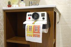 【生活玩物】拍立得迷看過來!經典彩虹機化身「拉立得衛生紙架」 | 大人物