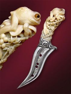 """Blade: Steel, etching on the blade, gold incrustation. Handle: Walrus tooth carving, horn & mother-of-pearl&silver incrustation. Guard: Silver casting. 17cm long. Photo by David Darom Knife in book of David Darom """"Art and Design in Modern Custom FIXED-BLADE Knives""""."""