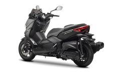 De Yamaha X-MAX 400 MOMODESIGN is het resultaat van een samenwerking tussen Yamaha en het Italiaanse… Lees verder →