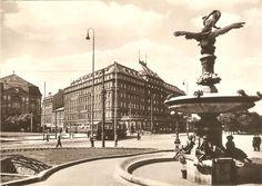 Starý Carlton a fontána pred divadlom Bratislava, Places Of Interest, Prague, Street View, Postcards, Greeting Card