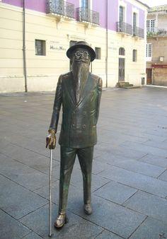 Estatua del Escritor. Ramón del Valle-Inclán. Pontevedra. Galicia. España.