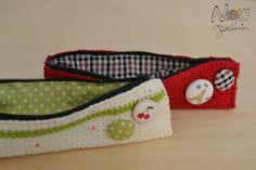 Estuches de ganchillo con botones forrados de tela. Crochet pencil case with fabric buttons. Noagurumis :-)