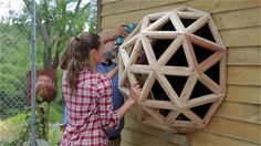 DIY small house built for 2500 dollars with a geo-dome window Yurt Home, Tiny House Cabin, Tiny Houses, Wood Houses, Deco Cool, Dome Greenhouse, Compact House, Diy Porch, Dome House
