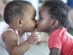 ONG procura doadores de cafuné carinho e amor para crianças que vivem em orfanato