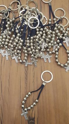 Beaded Crafts, Jewelry Crafts, Vbs Crafts, Crafts For Teens, Beaded Jewelry, Handmade Jewelry, First Communion Favors, Beaded Bookmarks, Catholic Jewelry