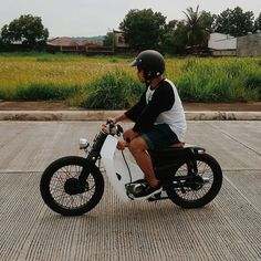 Bike Feature: Mark Berroya and the Brakeless Front Streetcub   Cafe Racer Philippines