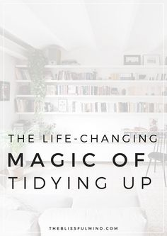A step-by-step guide to using the KonMari method to declutter your home. Want to know if this method will work for you? Click to find out! (The Life-Changing Magic Of Tidying Up)