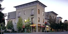 CNN names #Healdsburg one of America's most romantic small towns. Yet another reason to come visit:  #TravelTuesday