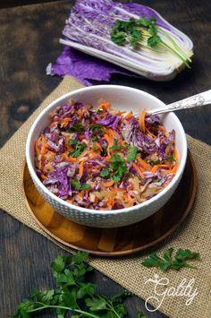 Sałatka z kapusty pekińskiej z kiszonym ogórkiem (dieta dr. Ewy Dąbrowskiej) | Kulinarne przygody Gatity - przepisy pełne smaku