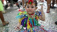 Crianças se divertem em bloco infantil no Largo do Machado