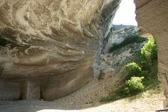 Kövi Benge Tanösvény: A Fertőrákosi Kőfejtő területén található. 35 tábla mutatja be a Kőfejtő geológiai, zoológiai és botanikai értékeit. A 300 méter hosszú tanösvény bejárási ideje 30 perc.